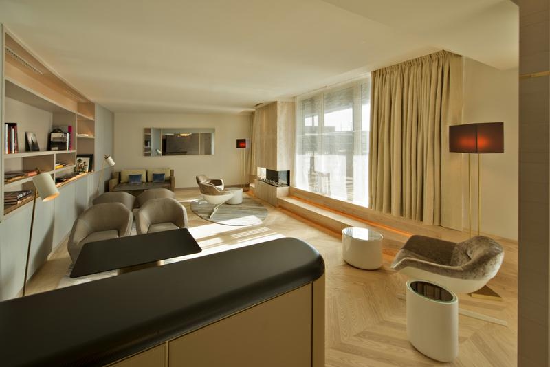 In der 4. Etage befindet sich die Club-Lounge. Hier sitzt man ungestört mit einer hohen Privatsphäre / © The Ritz-Carlton, Wolfsburg