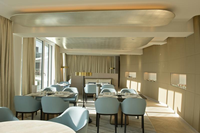 Hier kann der Clubgast von morgens 6.30 Uhr bis abends 22 Uhr kostenfrei frisch zubereitete Speisen genießen / © The Ritz-Carlton, Wolfsburg