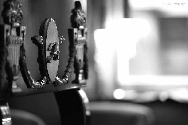 Handgefrtigte Möbel mit Humboldt1 Emblem sind in den attraktiven Zimmern zu finden / © HIP Hotels / Humboldt1