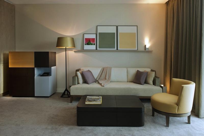 Hochwertige Materialien und Interieur im The Ritz-Carlton, Wolfsburg - Kunstwerke können jederzeit neu arrangiert werden / © Deidi von Schaewen