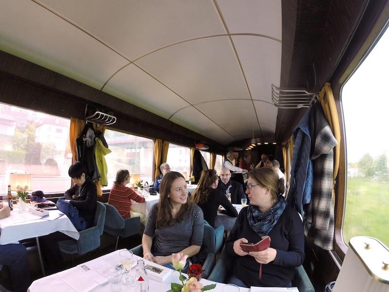 Der Barwagen im Rheingold-Express bietet reichlich Platz in flauschigen Sesseln / © Redaktion FrontRowSociety.net
