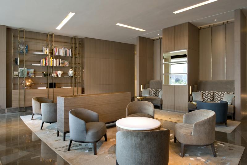 In der Tea Lounge des Hotels Ritz-Carlton, Wolfsburg sitz man gerne und genießt den Tag / © The Ritz-Carlton, Wolfsburg