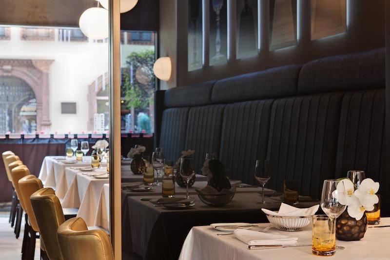 Im Le Grand des Steigenberger Grandhotel lässt es sich in der Brasserie Le Grand auch zum Mittag sehr gut speisen / © Steigenberger Leipzig
