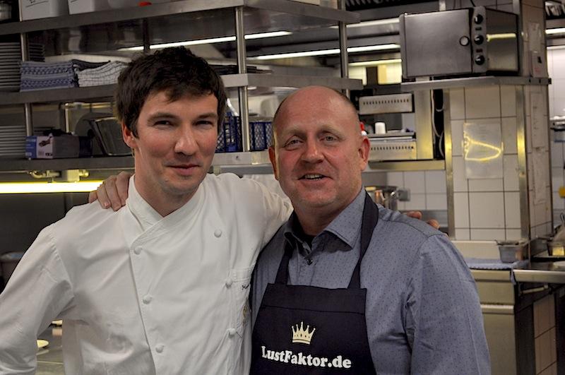 Chef de Cuisine Hannes Schlegel (l.) und Andreas Conrad (r.) in der Küche des ehrenwerten Hotel Fürstenhof, Leipzig / @ Redaktion FrontRowSociety.net