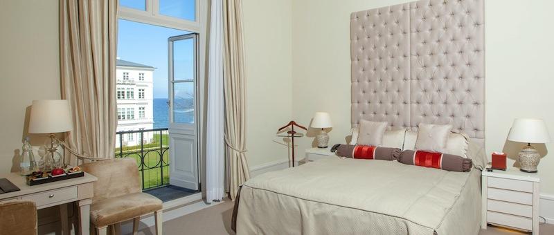 Im Grand Hotel Heiligendamm hat der Gast von jedem Zimmer aus eine schöne Sicht. Alle Zimmer, vom Classic Zimmer bis zu den Strand Suiten, sind exklusiv und komfortabel eingerichtet / © Grand Hotel Heiligendamm