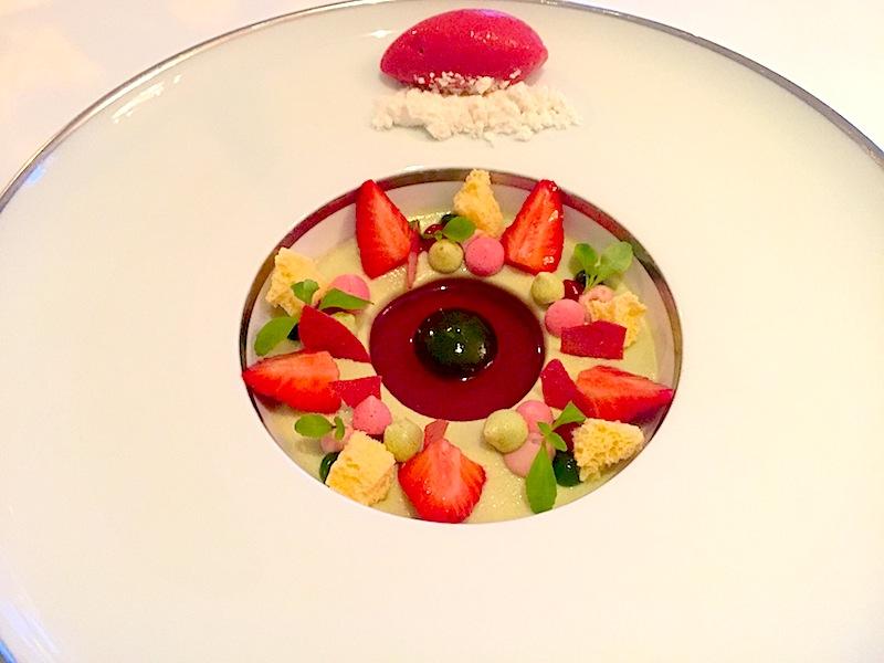 Dessert von der Mara des Bois Erdbeere - einfach himmlisch! Köstliche Erdbeeren mit intensivem Eigengeschmack / © Redaktion FrontRowSociety.net