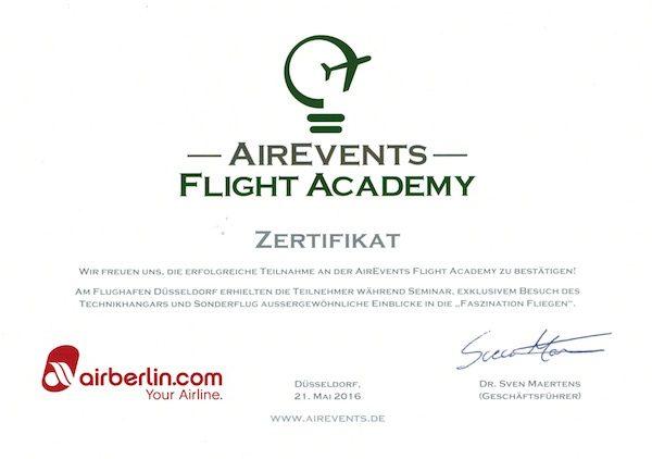 Alle Teilnehmer bekamen am Ende ein Teilnahme-Zertifikat ausgehändigt / © Redaktion FrontRowSociety.net