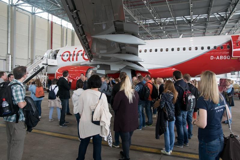 Auch dier Führung im airberlin-Hangar stieß auf großes Interesse - jede Menge Fragen sind gestellt und beantwortet worden / © Redaktion FrontRowSociety.net, Foto Patrick Becker