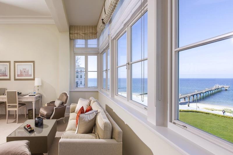 Von den Junior Suiten hat der Gast einen freien Blick auf die Seebrücke und die Ostsee / © Grand Hotel Heiligendamm