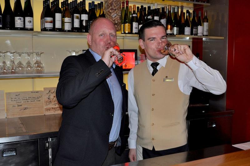 """Demichef Oliver Laugisch hat schon viele Prominente in der Vinothek """"1770 – Mehr als Wein"""" weintechnisch beraten dürfen / © Redaktion FrontRowSociety.net"""