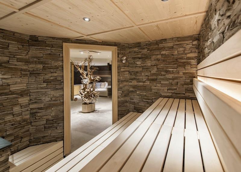 Hier ein Blick aus der privaten Sauna in die Private Spa Suite - genau das Richtige für die Zweisamkeit / © Aqua Dome