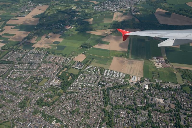 Hier fliegen wir eine enge Kurve über den Niederlanden. Beim Foto kommt die Schräglage bis zu 35 Grad gar nicht zur Geltung - das Gefühl kommt nur auf, wenn man mit in der Maschine sitzt / © Redaktion FrontRowSociety.net, Foto Patrick Becker