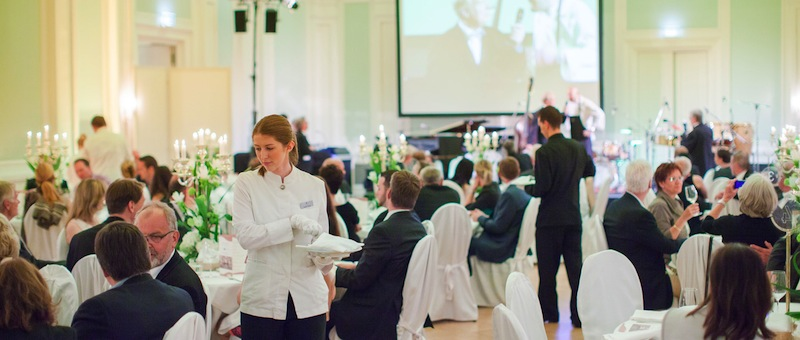 Genießen können Feinschmecker die am 05. November kreierten Köstlichkeiten in der einmaligen Atmosphäre vom historischen Ballsaal im Grand Hotel Heiligendamm / © Grand Hotel Heiligendamm