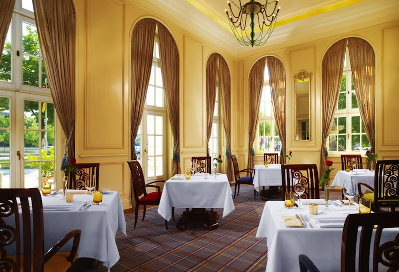 Außergewöhnliches Ambiente weist das Gourmet-Restaurants Villers auf. Geprägt durch die Eleganz eines Salons aus dem 18. Jahrhundert / © Hotel Fürstenhof, Leipzig