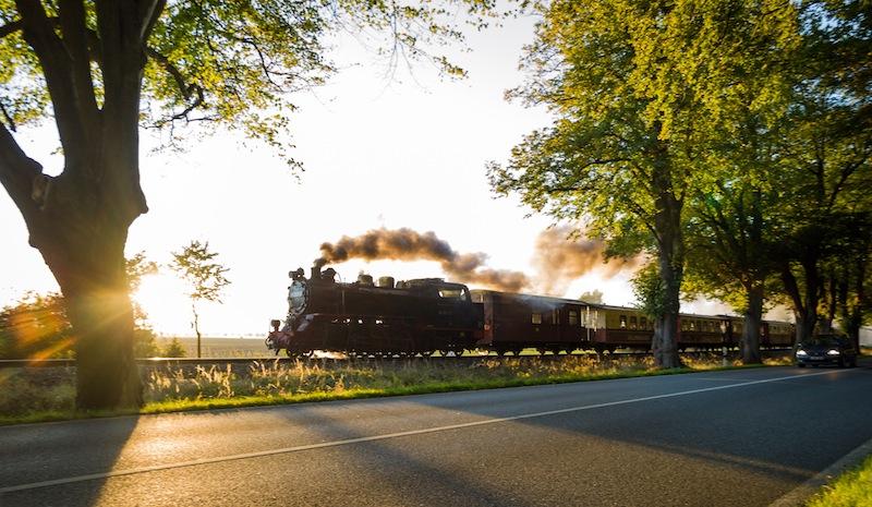 Die Dampflok Molli verkehrt täglich zwischen Bad Doberan und Kühlungsborn und macht Halt am Grand Hotel Heiligendamm / © Grand Hotel Heiligendamm