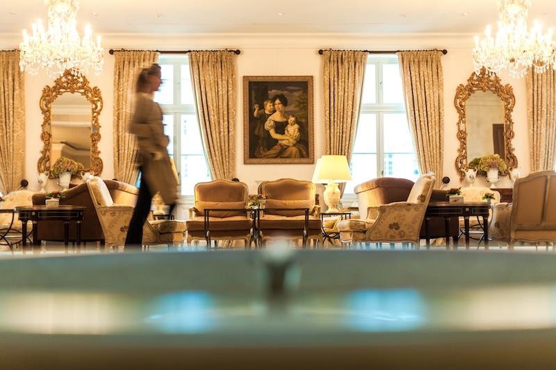 Die attraktive Lobby im Haus Grand Hotel - sehen und gesehen werden / © Grand Hotel Heiligendamm