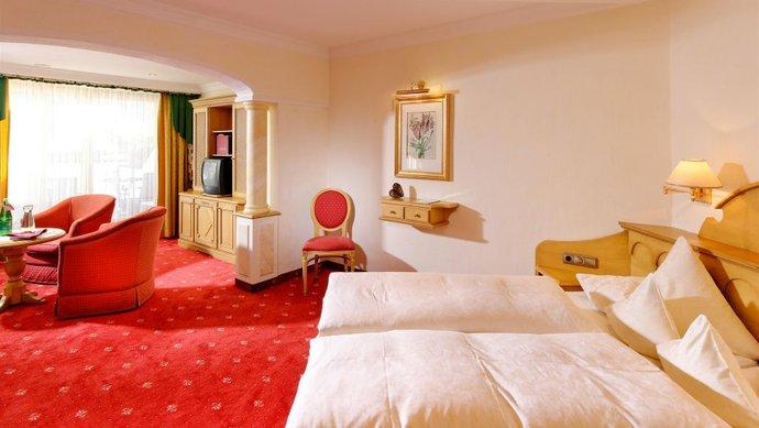 Das Doppelzimmer Royal im Hotel Klosterbräu ist im typischen Landhausstil eingerichtet / © Hotel Klosterbräu & Spa