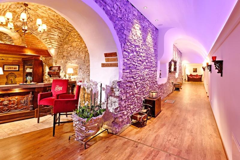 Die Lobby des Spas vom Hotel Klosterbräu - Antike trifft auf Moderne / © Hotel Klosterbräu & Spa