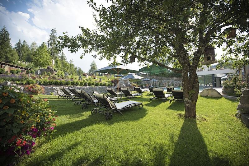 Traumhaft ruhig gelegen, die schöne Gartenanlage des 5-Sterne Resorts / © Hotel Klosterbräu & Spa