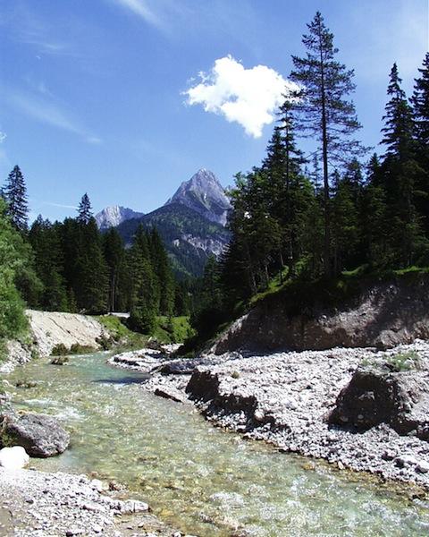 Die Gegend um Scharnitz und Karwendel ist auch traumhaft für Wanderer - der Kawendelmarsch mit 52 Kilometern Länge hat es in sich