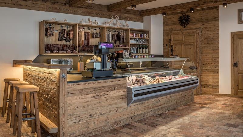 Der attraktive Verkaufsraum vom Gut Leutasch. Hier gibt es schmackhafte und köstliche Wildspezialitäten / © Gut Leutasch