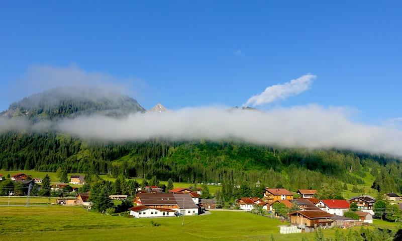 Nicht nur im Dampfbad des Hotel Hohenfels ist Dampf zu sehen - auch auf den Bergen im Tannheimer Tal / © Redaktion FrontRowSociety.net