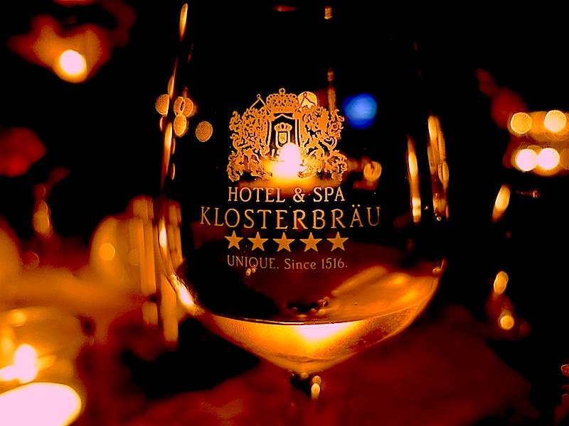 Aus so edlen Weingläsern von der Glasmanufaktor Riedel haben die Mönche 1516 wohl noch keinen Wein genießen können / © Redaktion FrontRowSociety.net