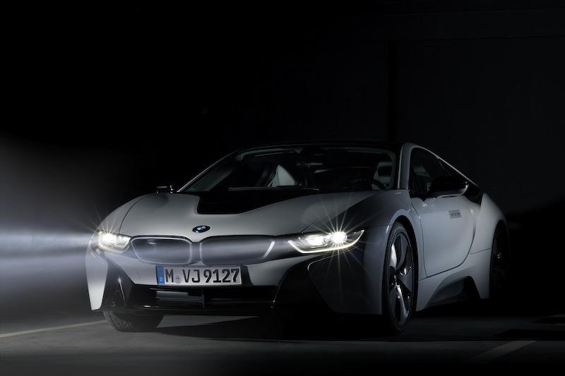 Höhere Sicherheit soll auch das optionale Laserlicht bringen das weltweit erstmals in einem BMW i8 verbaut wurde / © BMW AG, München