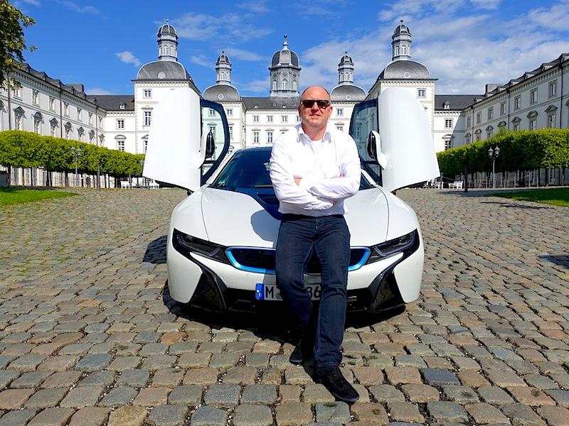"""Andreas Conrad: """"Der BMW i8 gehört ohne Zweifel zu den interessantesten Hybridfahrzeugen auf dem Markt. Fantastisches Design und Fahrspaß pur mit ein wenig gutem Gefühl der Umwelt gegenüber / © Redaktion FrontRowSociety.net"""