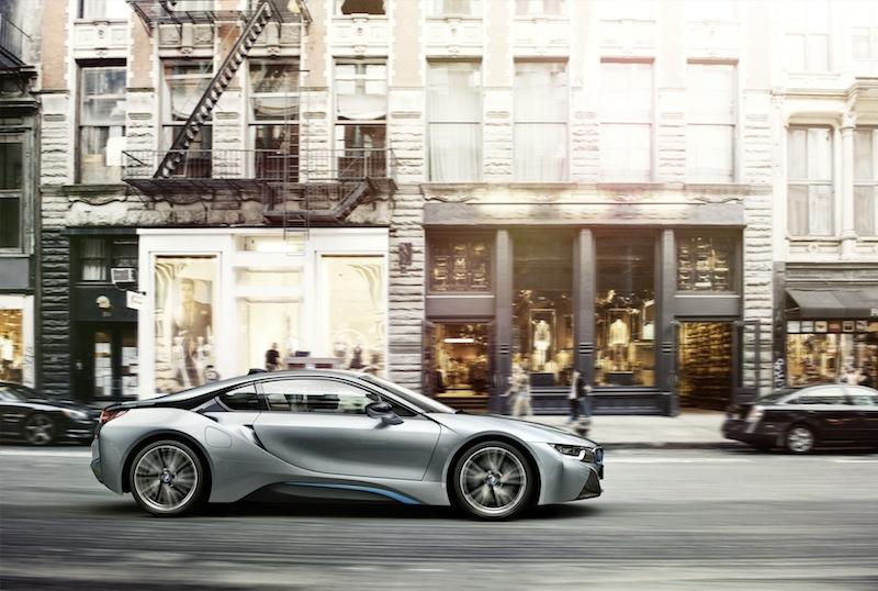 Aufgrund der einwandfreien Synchronisation von Elektro- und Verbrennungsmotor ergibt sich die höchste Effizienz und Dynamik - ein Sportwagen der begeistert / © BMW AG, München