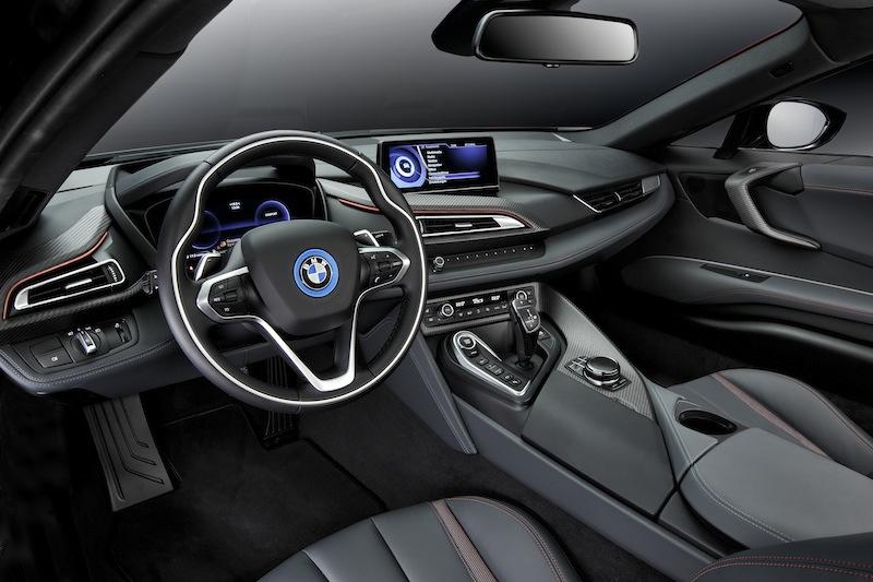 Der schicke Innenraum des BMW i8 in der Protonic Red Edition / © BMW AG, München