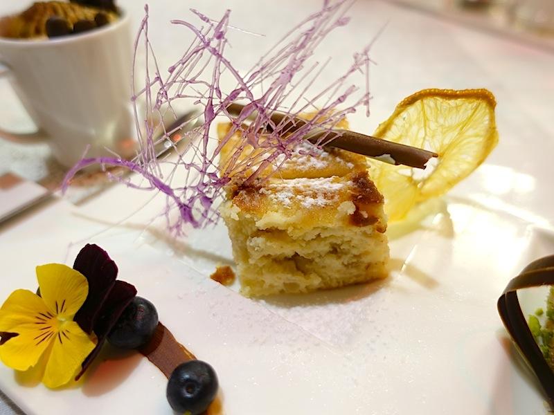 """Der krönende Abschluss war Tiramisu, ein Parfait von Haselnuss, Pistazien und """"Pastiera Napoletana"""" / © Redaktion FrontRowSociety.net, Foto Noris Conrad"""