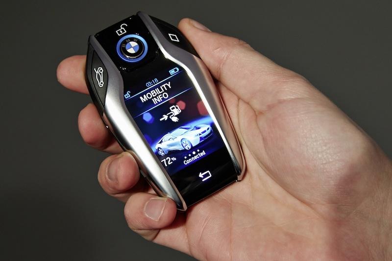 Zu einem besonderen Fahrzeug gehört ein außergewöhnlicher Schlüssel - der Display-Schlüssel für den BMW i8 / © BMW AG, München