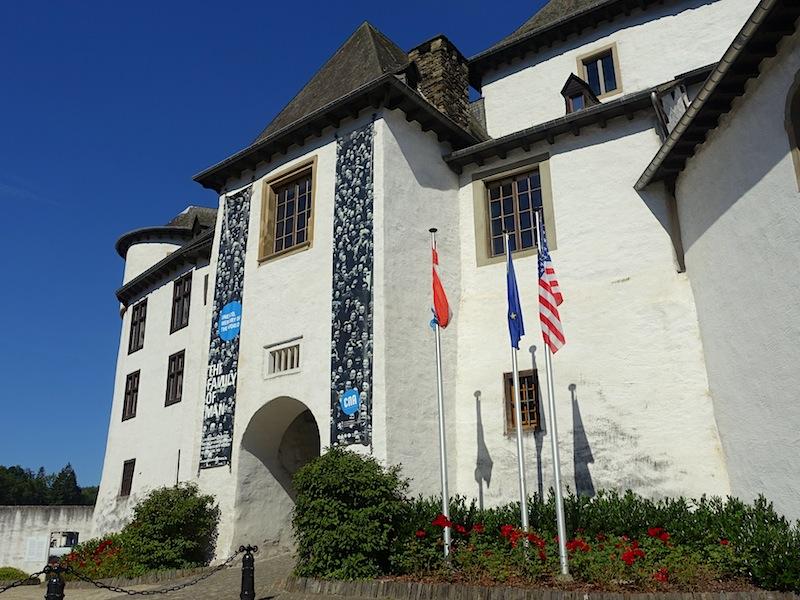 """Im Schloss von Clervaux ist die bekannte Fotoausstellung """"Family og Man"""" zu sehen. Alleine diese ist schon eine Reise nach Clerf wert / © Redaktion FrontRowSociety.net, Foto Noris Conrad"""