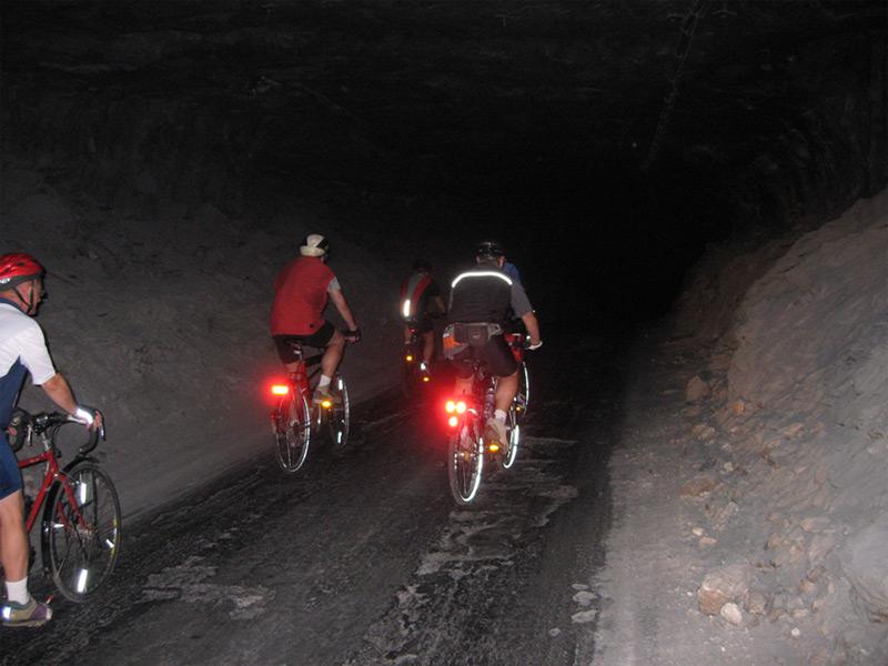 Mit dem eigenen Fahrrad durch das Labyrint des Erlebnis Bergwerk Merkers - aber keine Angst, der Tour Guide ist immer dabei / © K+S Aktiengesellschaft