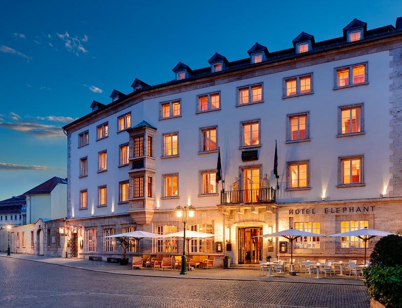 Das Hotel Elephant liegt direkt am historischen Marktplatz von Weimar - zentraler geht es nicht mehr / © Hotel Elephant, Weimar
