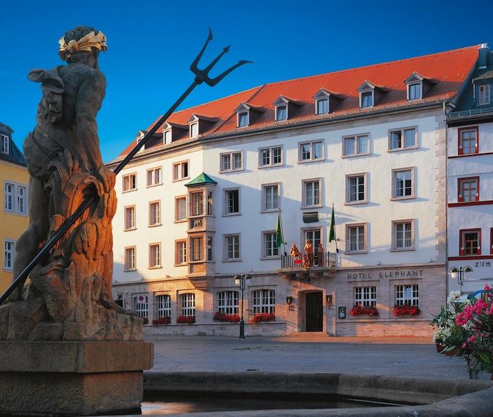 Ein Blick über den historischen Markplatz von Weimar zum Hotel Elephant / © Hotel Elephant, Weimar
