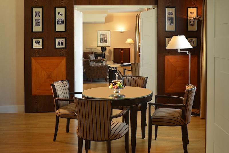 Das Speisezimmer der Thomas-Mann-Suite - luxuriöse und edel eingerichtet / © Hotel Elephant, Weimar
