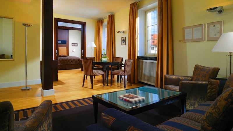 Sehr schön zugeschnitten ist die Walter-Gropius-Suite im Hotele Elephant in Weimar. Ideal auch für den längeren Aufenthalt / © Hotel Elephant, Weimar