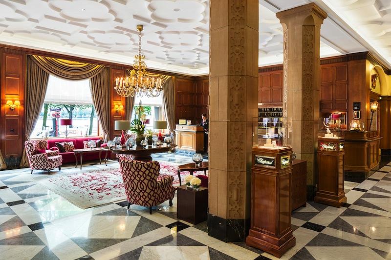 Der nächste Große Gourmet Preis findet im Hamburger 5-Sterne Hotel Vier Jahreszeiten statt. Hier ein Blick in die schöne Lobby des Hauses / / © Fairmont Hotel Vier Jahreszeiten