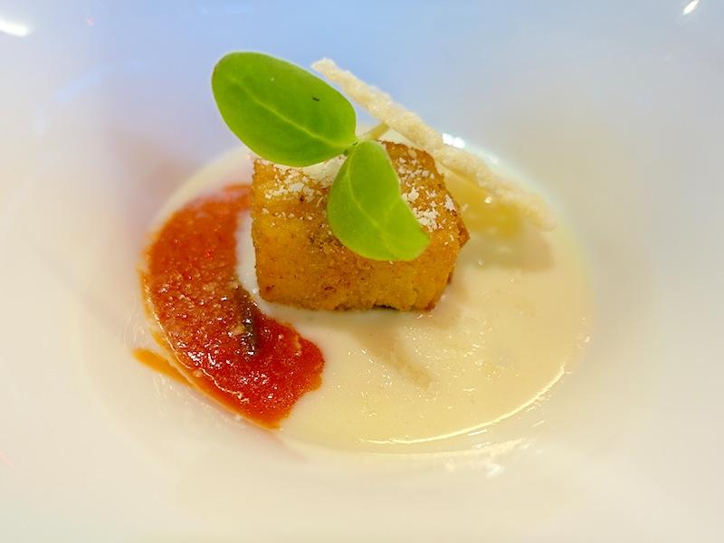 Zur Einstimmung im Gourmet-Restaurant Da Lonati im 5-Sterne Design-Hotel Le Clervaux: Pasta Krokette / © Redaktion FrontRowSociety.net, Foto Noris Conrad