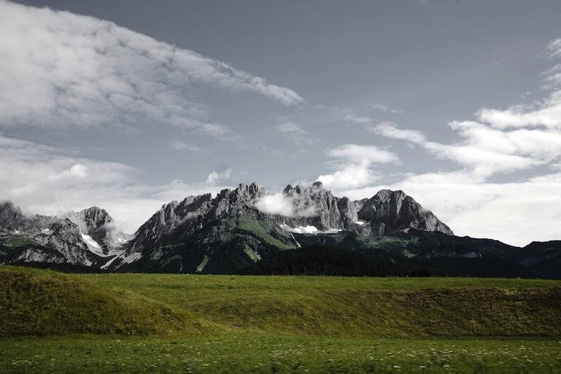 """Vom A-Rosa Kitzbühel ist die Landschaft mit Blick auf den """"Wilder Kaiser"""" die eine oder andere Mountainbike-Tour wert / © A-Rosa Resort & Hotel"""