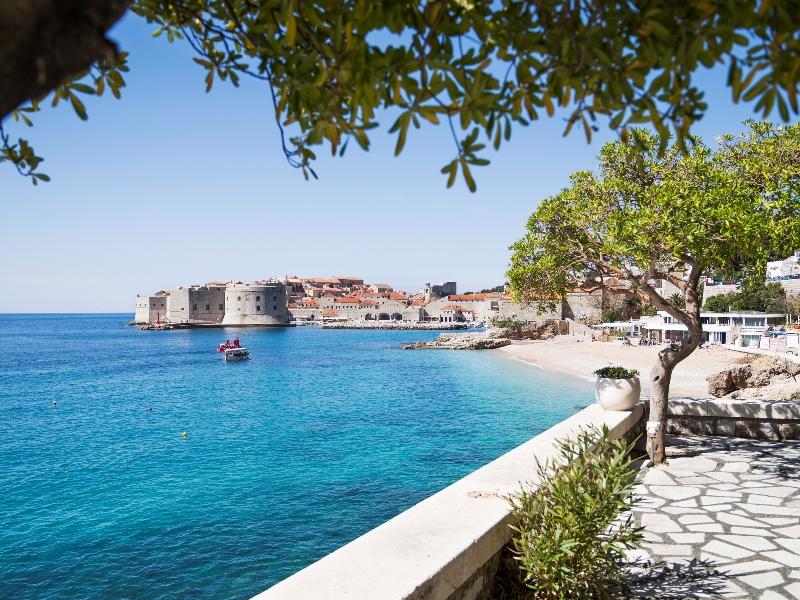 Sommer, Sonne und schöne Aussichten. Hier die spektakuläre Aussicht auf Dubrovniks Altstadt / © Adriatic Luxury Hotels