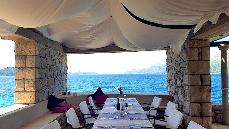 Ein romantischer Platz mit Blick auf die Adria. Die Villa Ruža ist ein echter Geheimtipp auf der Insel Koločep / © Redaktion FrontRowSociety.net, Bild Lisa Schmalz