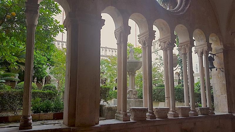 Zu den Sehenswürdigkeiten in Dubrovnik gehört auch das 1317 erbaute Franziskanerkloster / © FrontRowSociety.net, Foto Lisa Schmalz