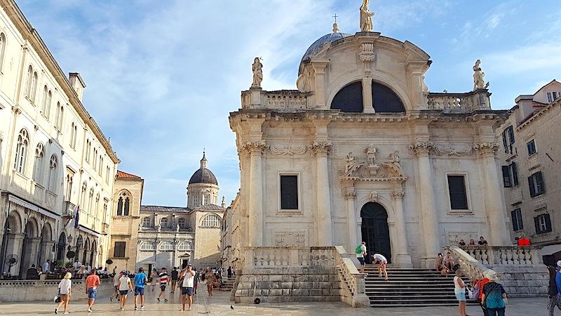 Dubrovnik: Es ist schön zu sehen, das nach dem Krieg dennoch so viele Gebäude gut erhalten sind / © FrontRowSociety.net, Foto Lisa Schmalz