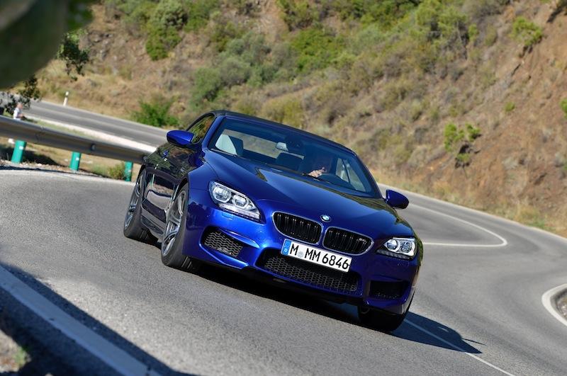 Das Herausbeschleunigen aus Kurven macht dank der vollvariablen Verteilung des Antriebsmoments zwischen den Hinterrädern nicht nur Freude, sondern bringt auch Fahrsicherheit / © BMW AG, München
