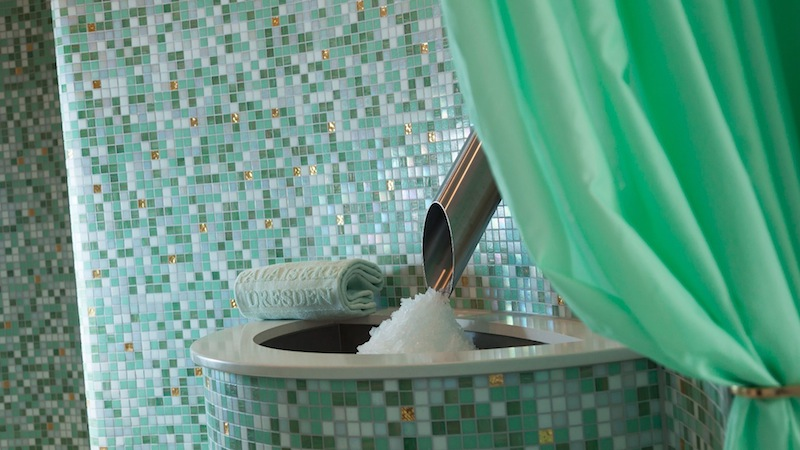Nach dem Dampfbad ist eine Abkühlung am Eisbrunnen angesagt / © Hotel Bülow Palais