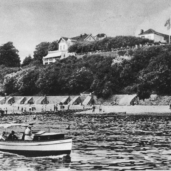 Vor gut 100 Jahren schipperten noch kleine Boote auf der Elbe. Das Jacob war aber schon weltbekannt / © Louis C. Jacob