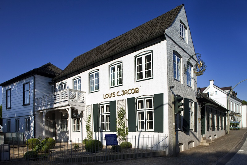 Das Hotel Louis C. Jabon liegt traumhaft, direkt an der Elbe. Die Eigentümerfamilie Rahe hat das Hotel in die Spur gebracht, was viele Besitzer zuvor nicht geschafft haben / © Louis C. Jacob